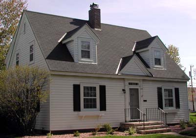 Cape Cod Houses Were A Very Por House Style For Young Families Especially After World War Ii Indeed They Frequently Called Gi Government Issue